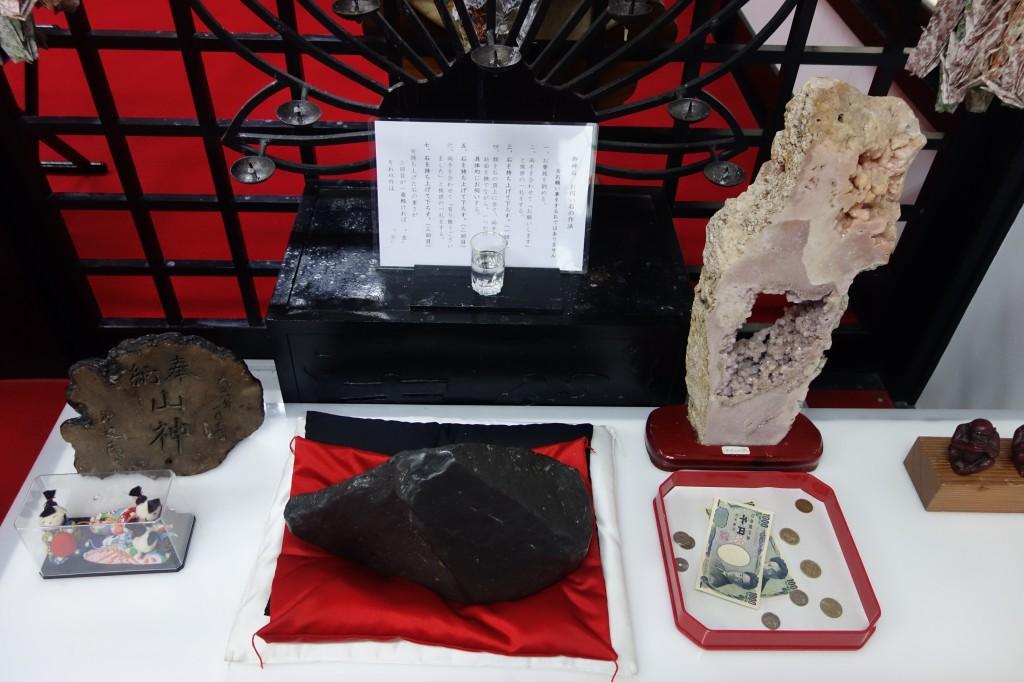 金運神社願い石